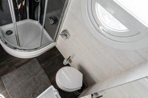 Komfort an Bord mit Dusche und Bad